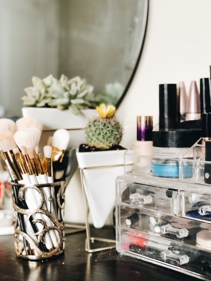 What I Have On My Makeup Station – Spring 2018